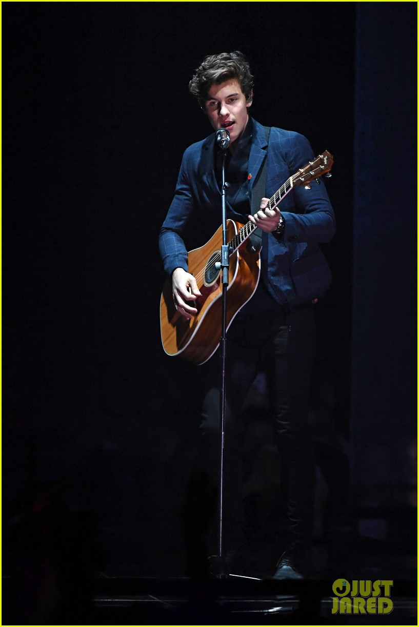 shawn mendes performs theres nothing holdin me back at mtv emas 053986478