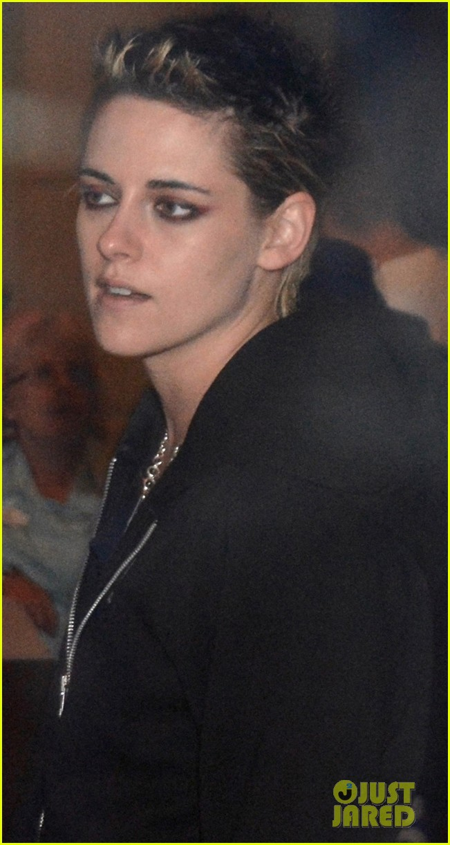 kristen stewart spends halloween at dodgers vs astros world series game 053980927