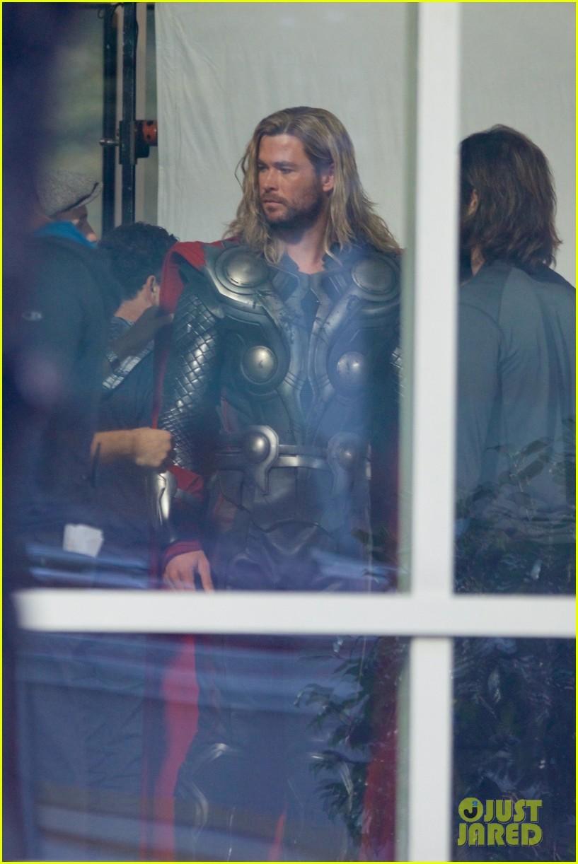 'Avengers 4' Set Photos Bring Chris Hemsworth & Robert ... | 817 x 1222 jpeg 165kB
