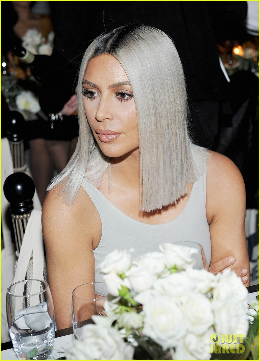 kim kardashian helps host the tot holiday pop up celebration 013997138