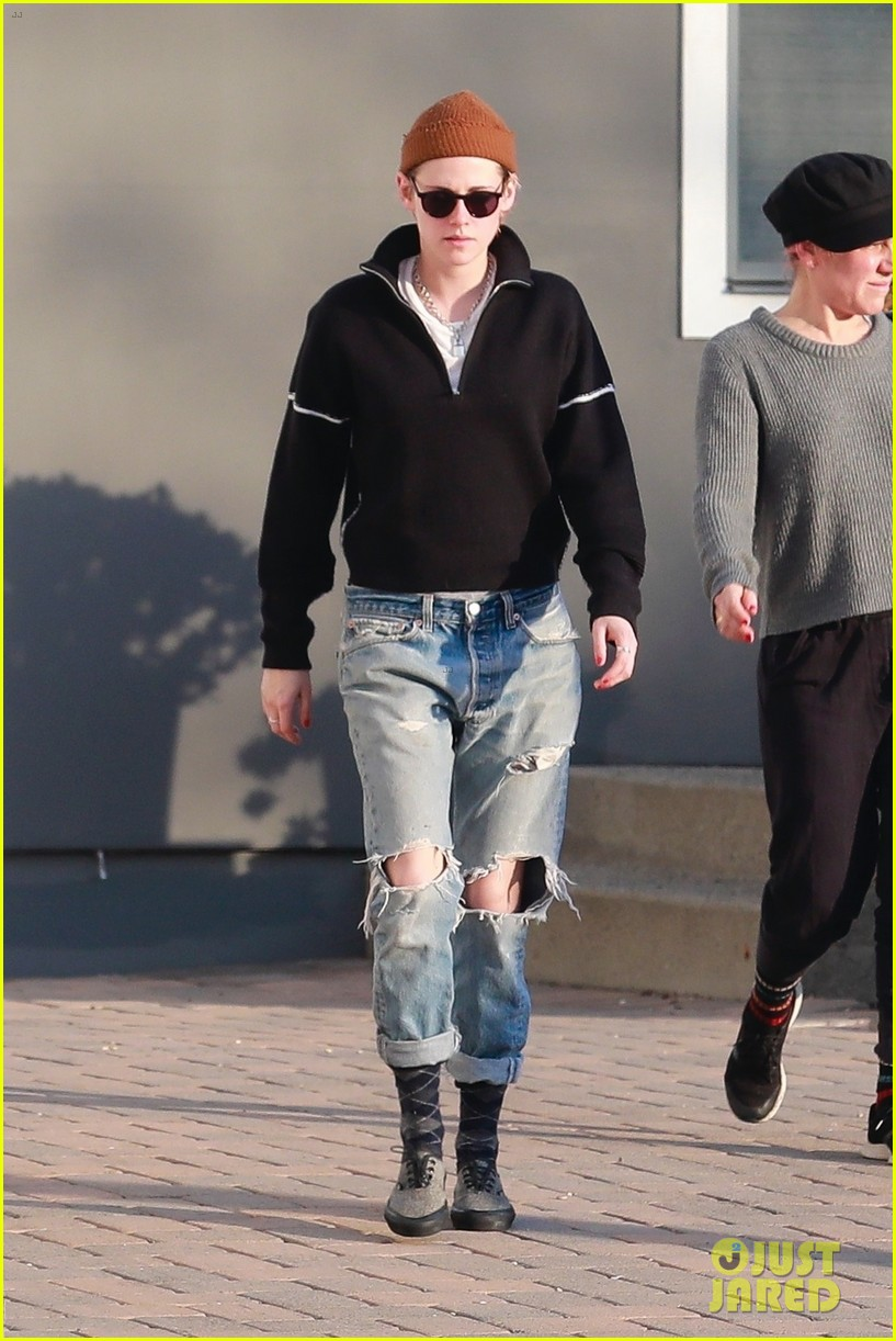 kristen stewart kicks off her day at the spa 034004951