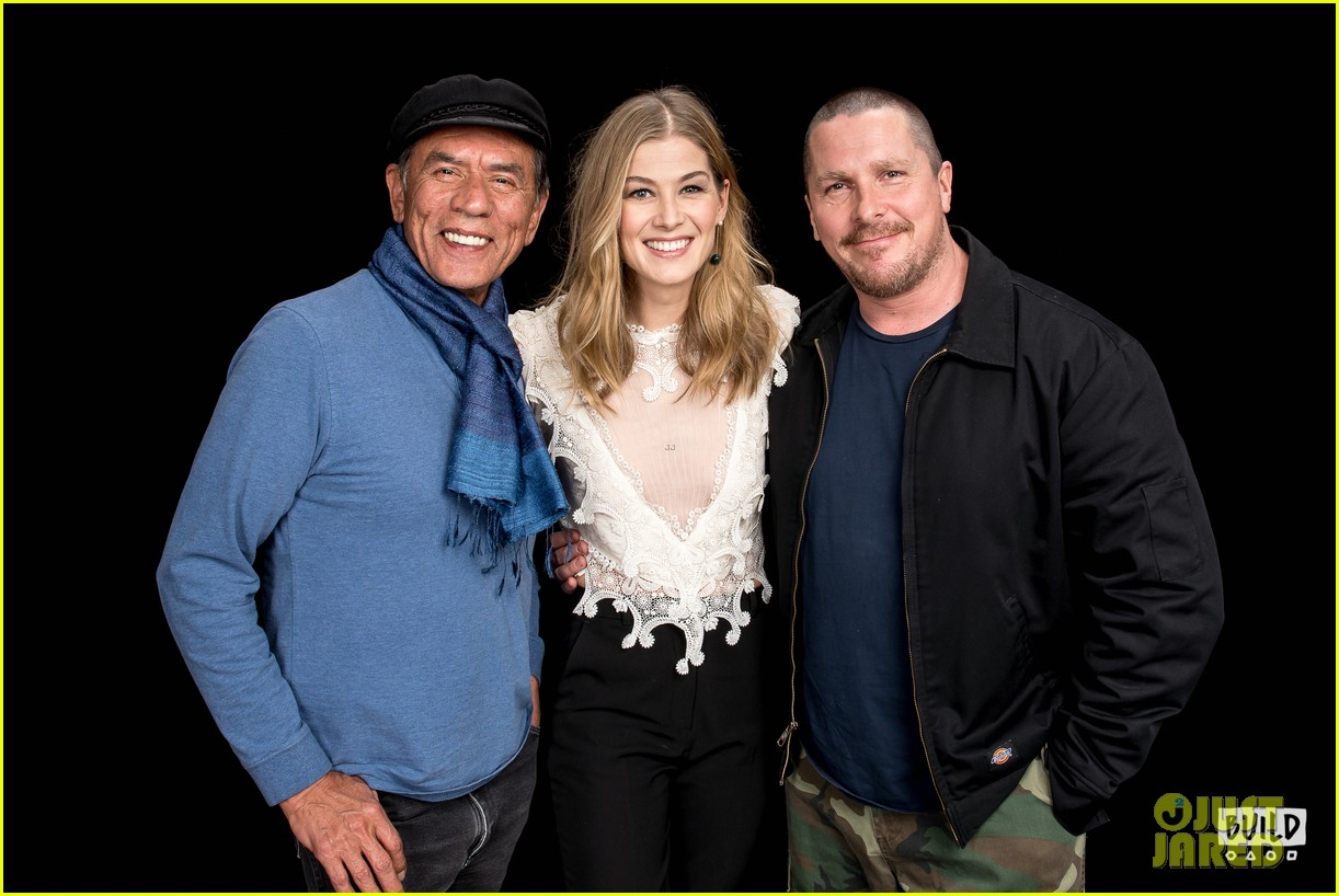 rosamund pike christian bale premiere hostiles in nyc 134002832