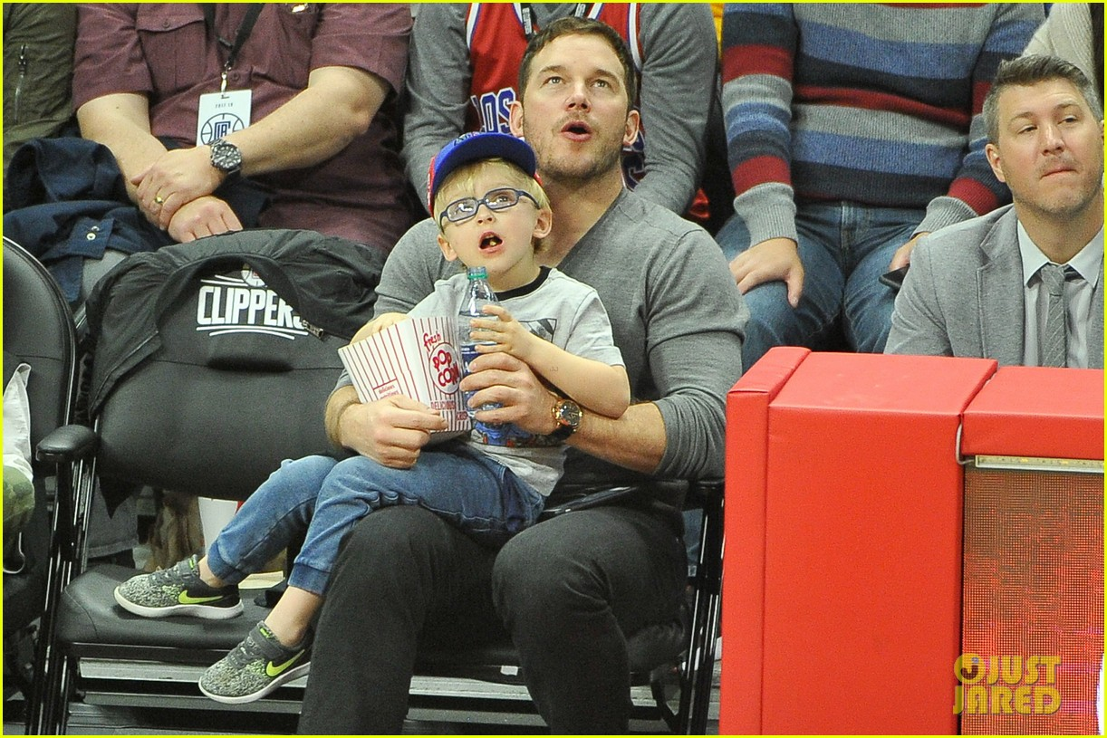 chris pratt son jack courtside seats clippers 033998161
