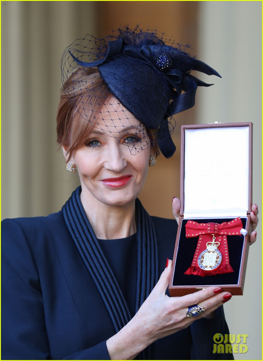 jk rowling honored by prince william 024000316