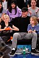 liev schreiber takes his sons to the knicks game 03