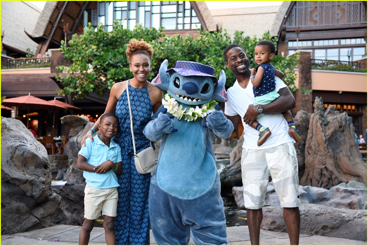 Sterling K Brown Amp His Family Meet Stitch At Disney