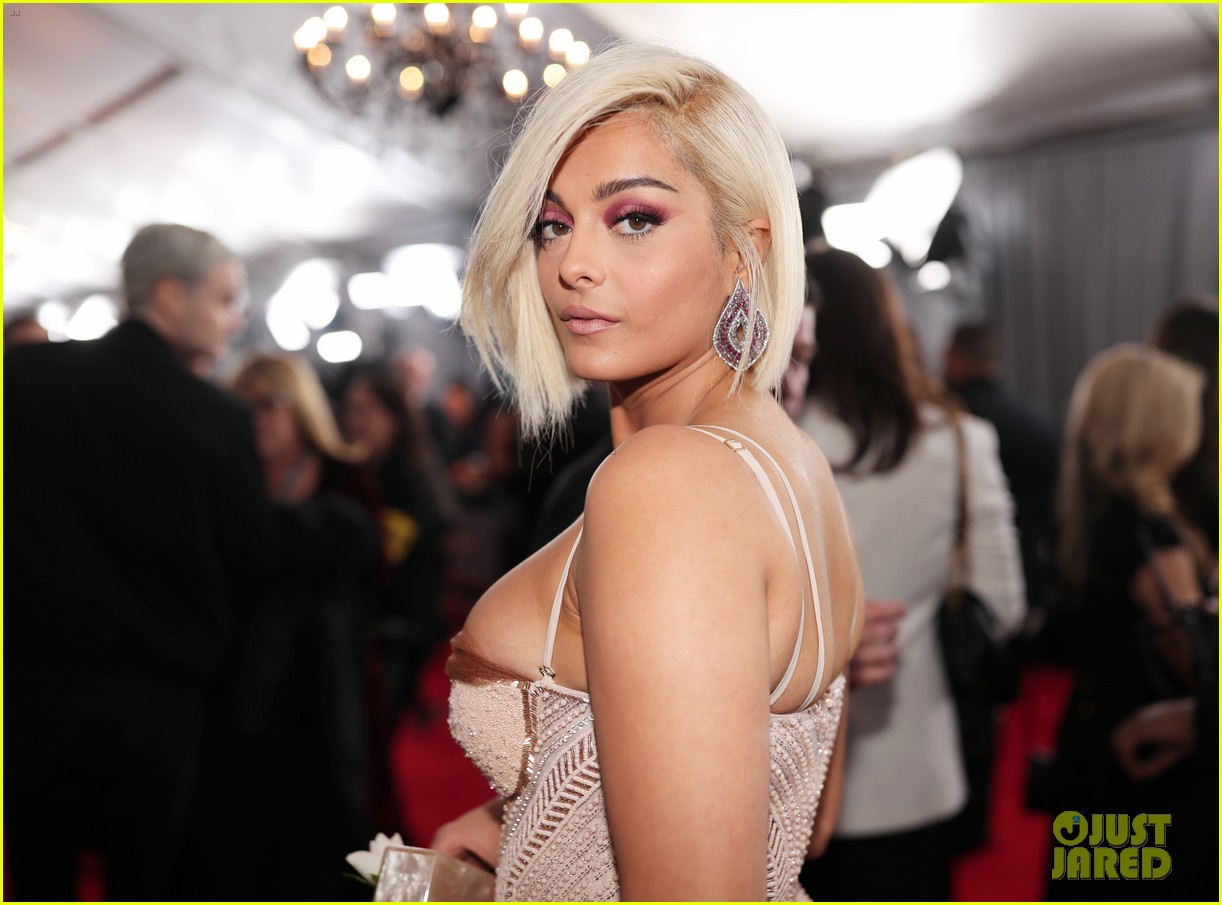 bebe rexha grammys 2018 red carpet 074022695