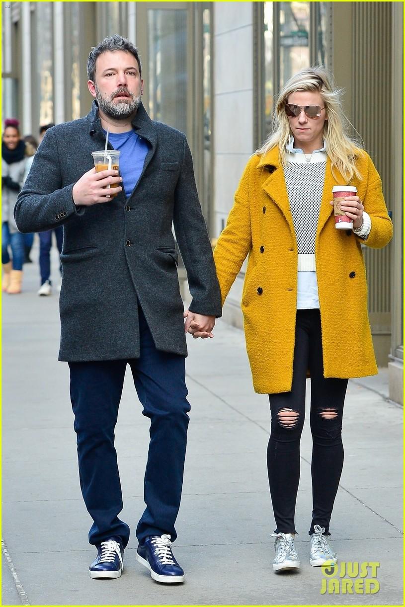 Ben Affleck Amp Lindsay Shookus Hold Hands During Nyc Lunch