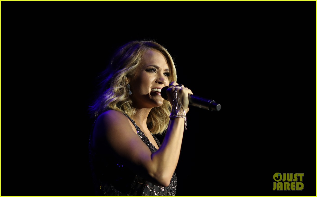carrie underwood photographed 064006999