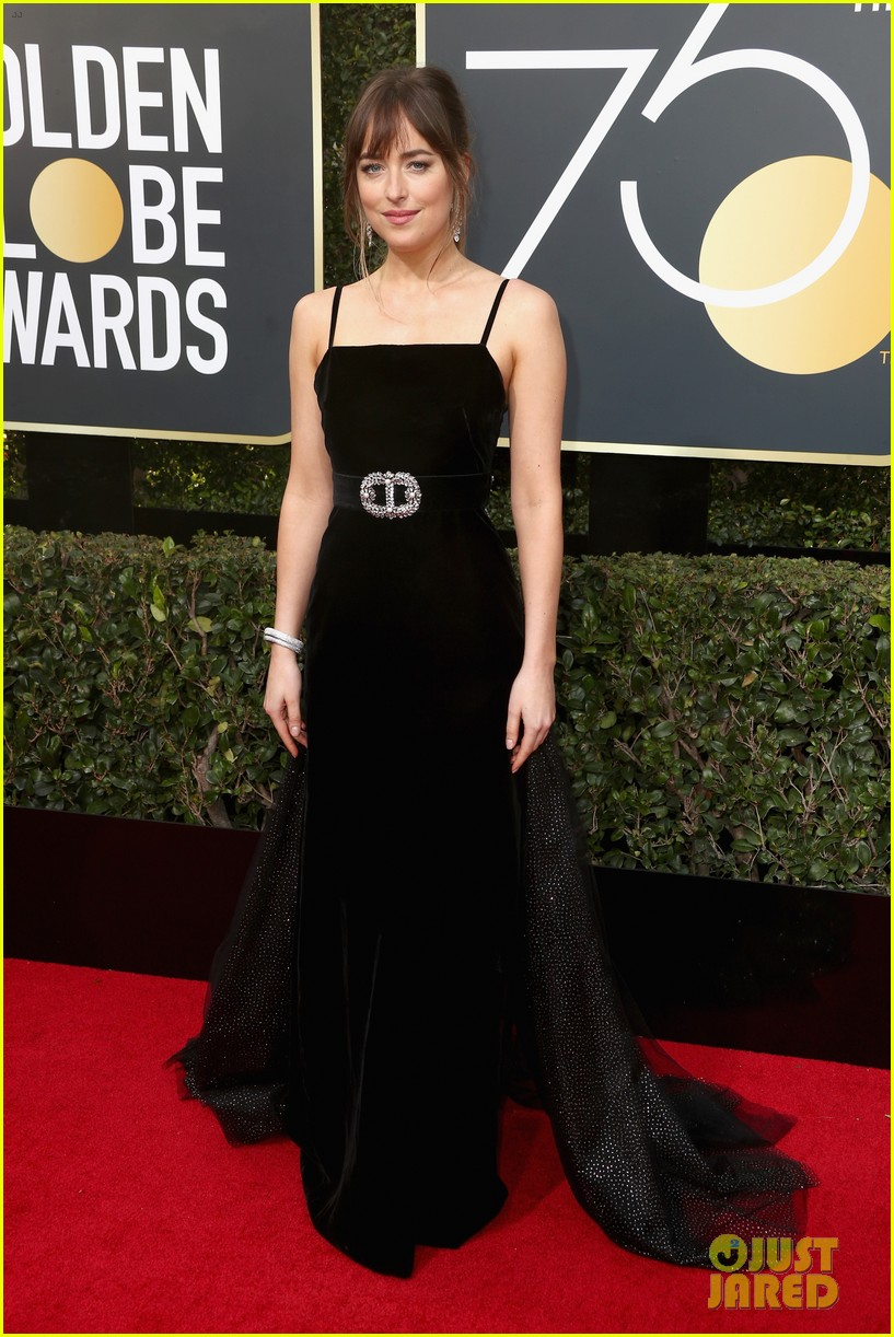 dakota johnson golden globes 2018 034009349