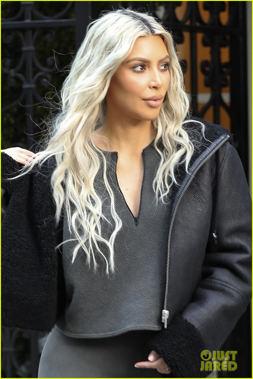 kim kardashian surprised with flash mob 024014067