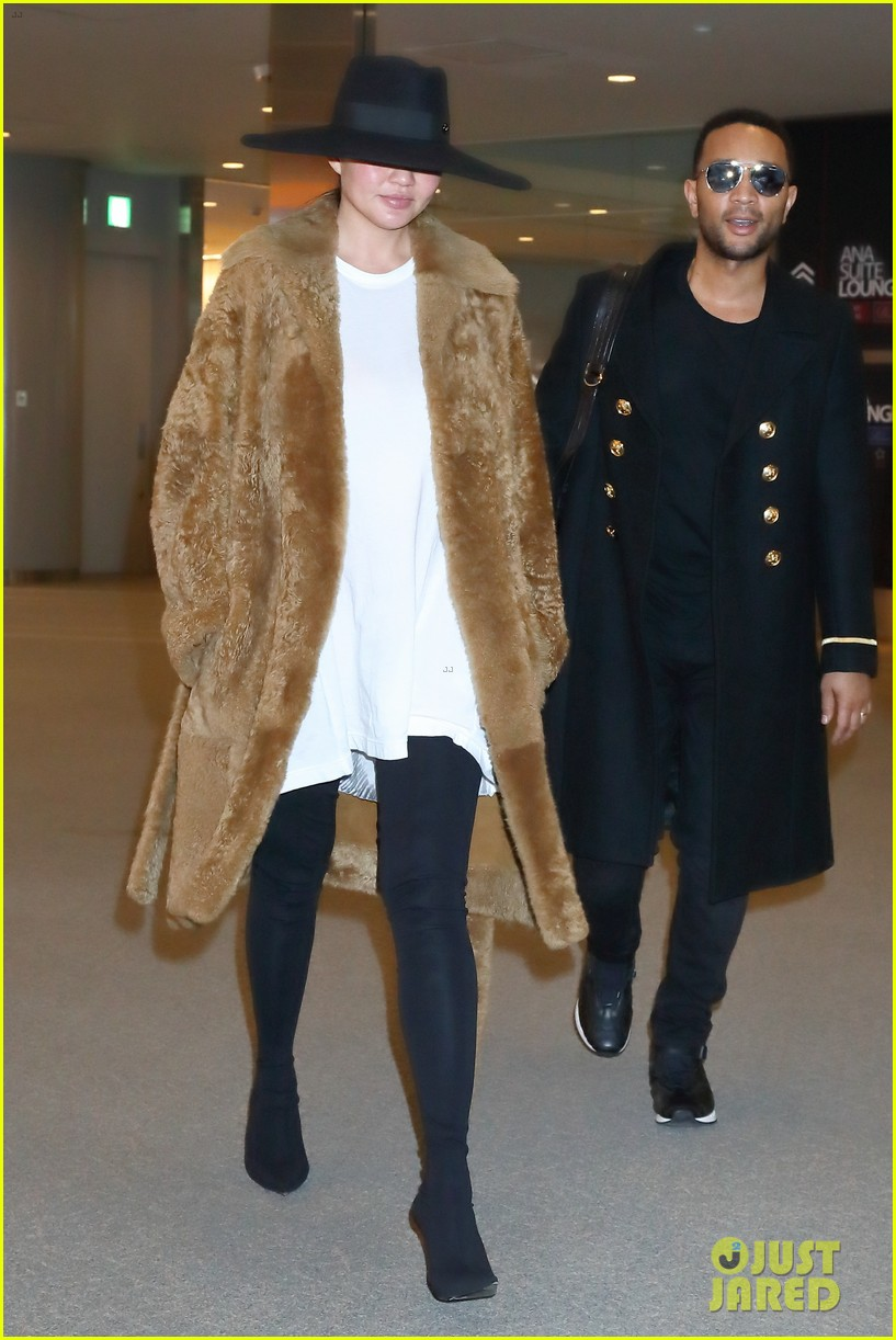 chrissy teigen john legend return home after tokyo flight fiasco 054006474