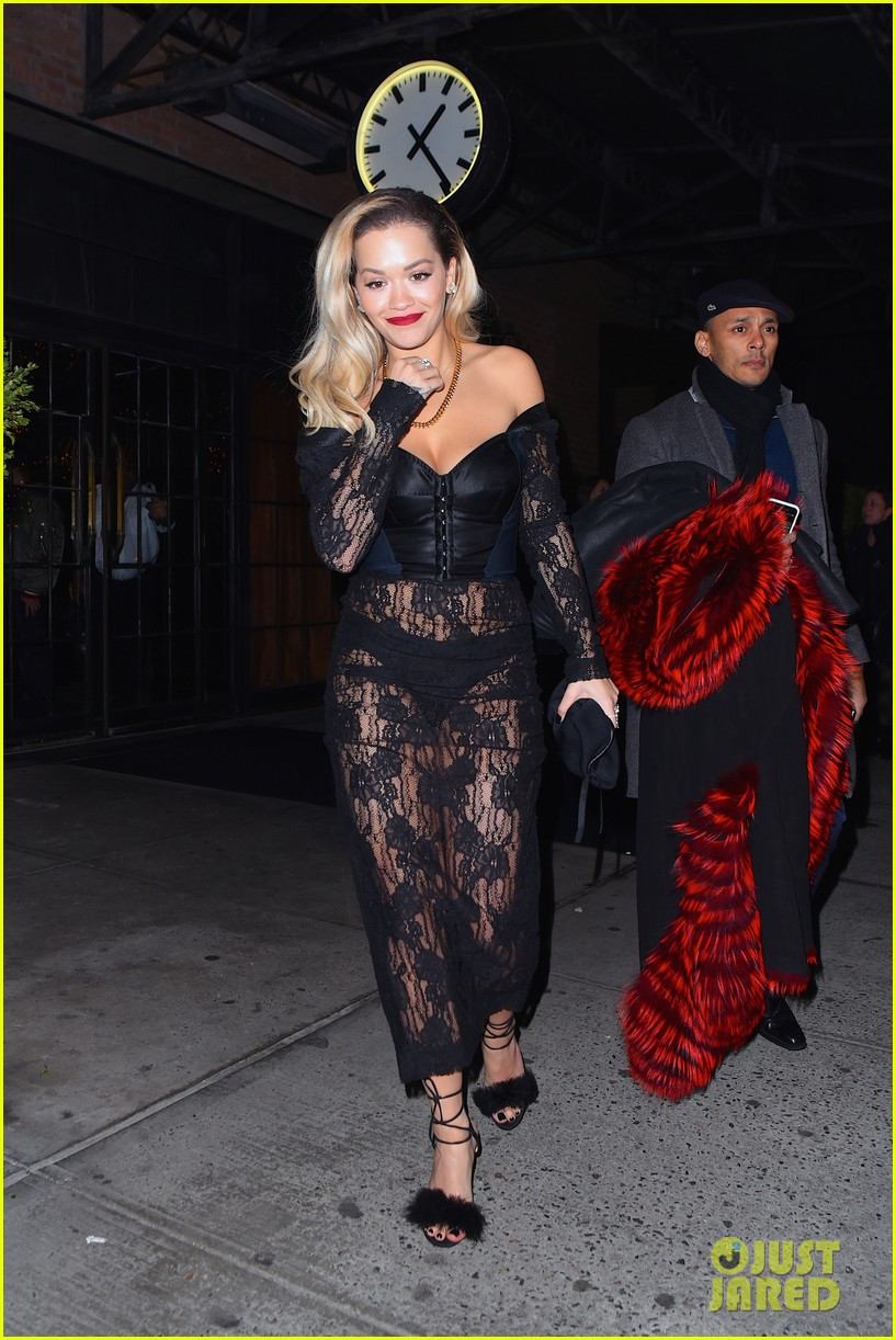 foto Rita Ora Is Calvin Harris' Bond Girl' In Sexy Beach Snap