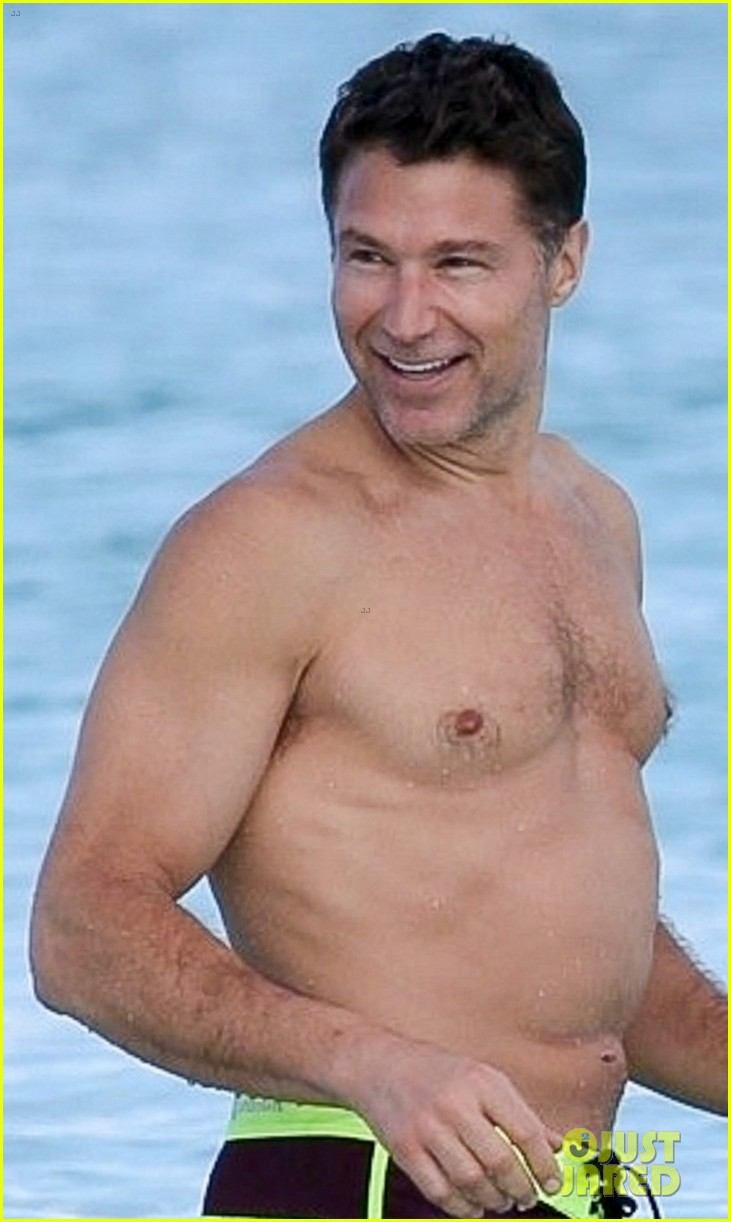 michelle williams and shirtless boyfriend andrew youmans hit the beach in the bahamas 044012275