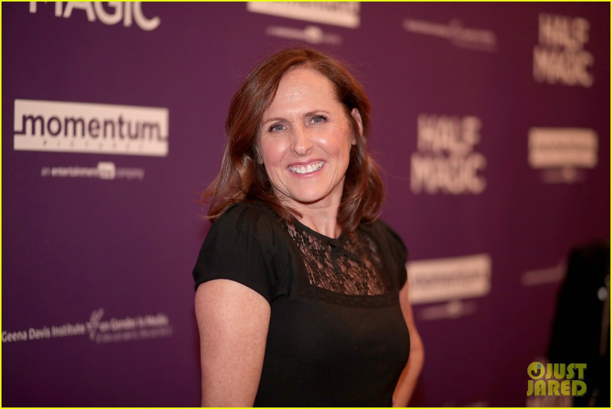 jenna fischer supports former co star anela kinsey at half magic premiere 11