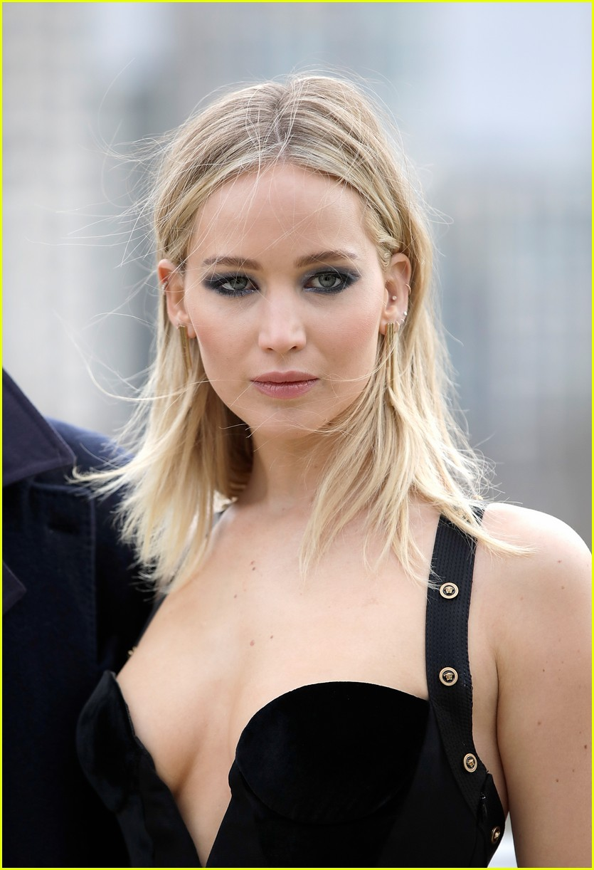 f9deed040d8 Jennifer Lawrence Has the Best Response to Those Hating On Her Cold ...