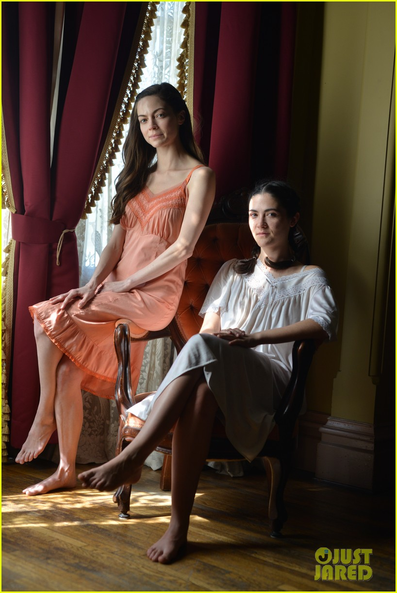 isabelle fuhrman caitlin carver and ashley bell pose in delta girl first look photos 01
