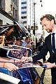 chris hemsworth and tom hiddleston represent thor at avengers premiere 07