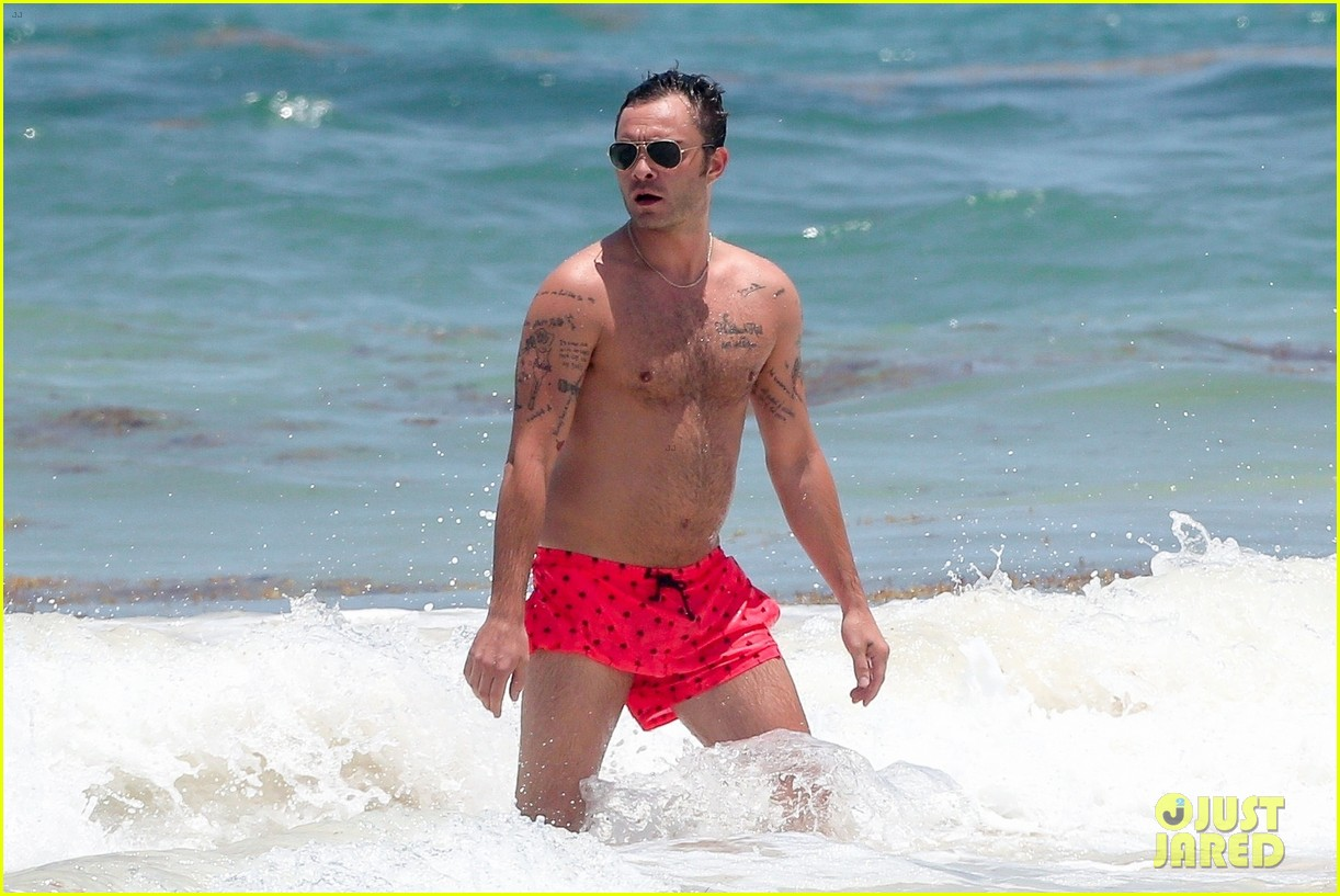 ed westwick shirtless beach photos 12