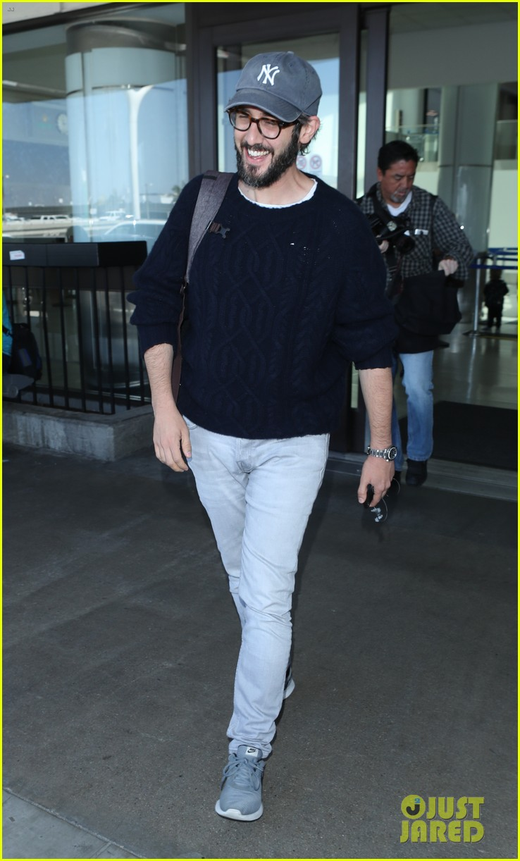 Josh Groban Flies Out Of New York After The Tony Awards Photo 4100481 Pictures Just Jared