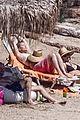 pregnant kate hudson shows off baby bump at greece vacation 04