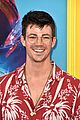 grant gustin brings arrow 2018 teen choice awards 08