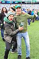 justin long and billy magnussen team up for new york jets football game03
