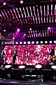 pregnant carrie underwood performs on jimmy kimmel live 02