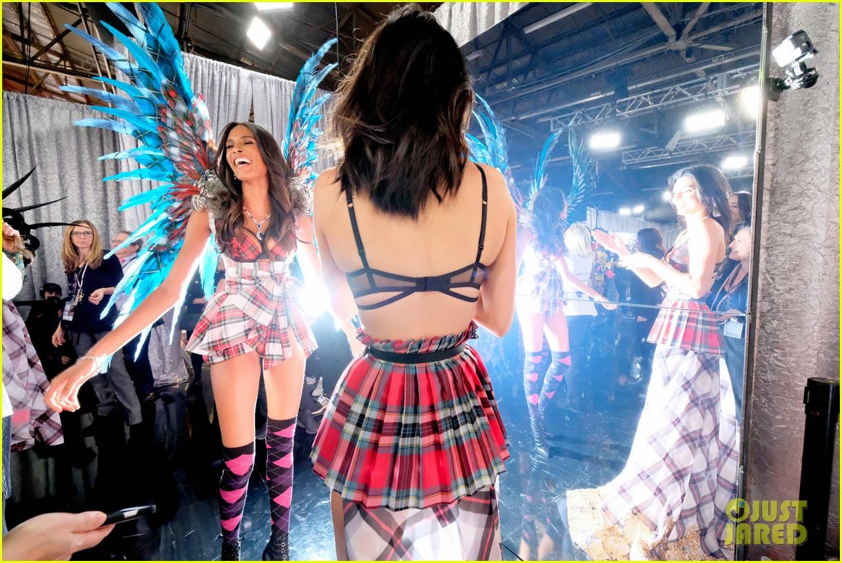 backstage at victorias secret fashion show 2018 014178753