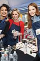 alexandra shipp julie bowen darby stanchfield volunteer at feeding america event 03