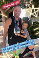 reese witherspoon kids cheer on jim toth at la marathon 03
