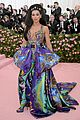 dua lipa makes met gala debut with boyfriend isaac carew 05