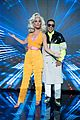 katy perry daddy yankee perform con calma on american idol finale 01