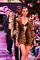 bella hadid gigi irina shayk stella maxwell versace show 14