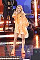 ellie goulding performs on gma 06