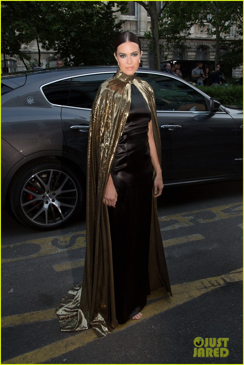 mandy moore rocks gold cape for vogue party in paris 014317758