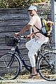 katy perry orlando bloom bike ride with dogs 04