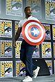 tom hiddleston jeremy renner marvel series at comic con 04