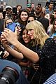 taylor swift celebrates lover release with fans at mural 02