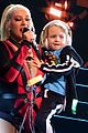 christina aguilera brings out summer out on stage london concert 02