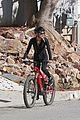 dennis quaid biking with fiancee laura savoie 12