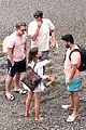 emilia clarke vacation with friends 05