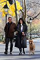 hailee steinfeld jeremy renner with lucky the pizza dog 19