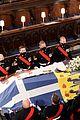 queen elizabeth heartbreaking note on prince philip coffin 31