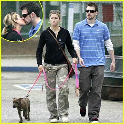 Chris Evans Girlfriend Pregnant Chris evans jessica biel kiss