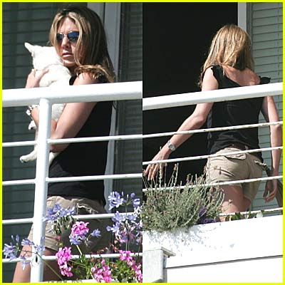 Jennifer Aniston: NEW DOG!!