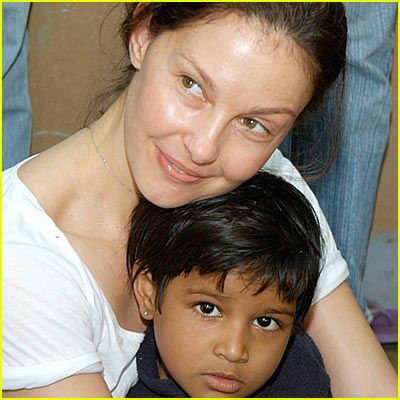 Ashley Judd Serves in India