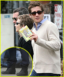 Jake Gyllenhaal Shows Off His Easter Bunny