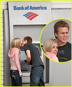 Heidi & Spencer Make Out @ the ATM