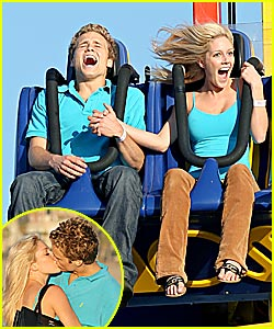 Heidi & Spencer Play Tonsil Hockey at Amusement Park